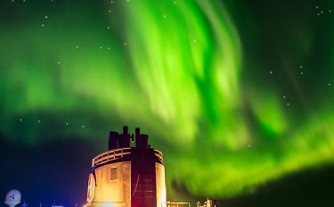 Knitting under the Northern Lights with ARNE & CARLOS